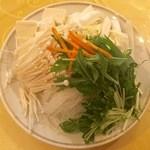 52032202 - お野菜のもやしがシャキッと美味しく。