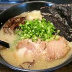 かつみ屋  - 料理写真:とんこつラーメン