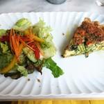 マンマルイーザステーブル - スモークサーモンとほうれん草のキッシュ