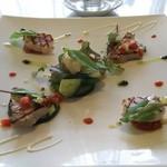52047052 - 前菜は、ホタテ貝と鮪に地場のくにたち野菜をあしらったラタトゥイユ。