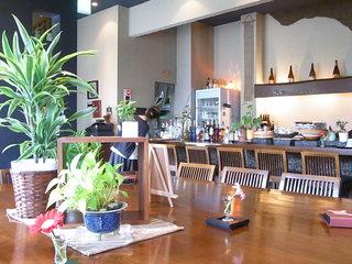 IZAKA-YA たご作 JR高槻店 - 1階はカウンター7席くらいと大きなテーブルに16席