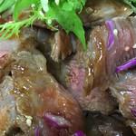 金澤屋牛肉店 - ステーキ丼のアップ