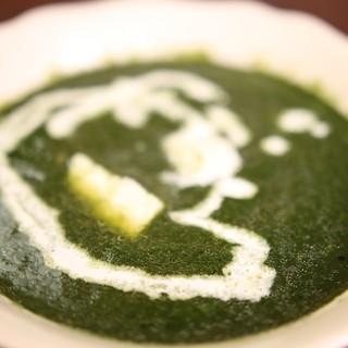 インドの家庭料理でよく食される代表的なカレー「パルクパニル」