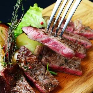 大人気の熟成肉!100gお好きな量を切り分けます!!