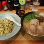 博多ラーメン華 - ラーメン定食730円