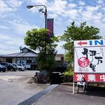 伊万里ちゃんぽん - 202号線から見たお店。どんどんお客さんが入ってきてました。