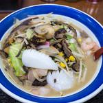 伊万里ちゃんぽん - 「特製ちゃんぽん」(1,000円)。お野菜もたっぷり。魚貝類もたっぷり。