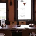 酒と肴 じん - 開放感あるお座敷席。