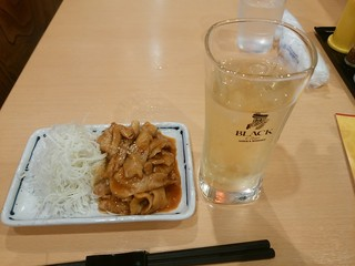 田舎料理しおん - 【2016.6.9(木)】ピリ辛もつ焼き+ハイボール