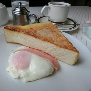 喫茶さんぽ道 - 分厚いトーストとハムエッグ