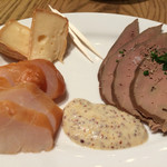 ビアバルNAGAOKAYA - 燻製3種 豚レバー、鶏ささみ、チーズ!