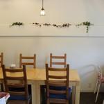オカダ カフェ ストア - 店内の雰囲気