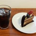 オカダ カフェ ストア - ガトーショコラ&アイスコーヒー