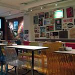 クラフトビールタップ - 店内。伝統と新しさが融合した感じ