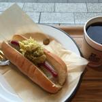 52077099 - ホットドッグと本日のコーヒーのセット700円
