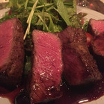 アカツキ - 唯一の肉料理であるステーキ