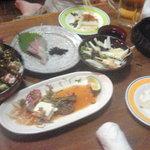 5208523 - 美味い屋サラダ、ブリの刺身、山芋たんざくなど