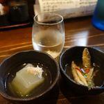 米心 - お通しは500円で2品選べます。