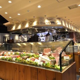 【卸問屋直営店】お肉が並ぶ圧巻のショーケース