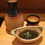 つきぢ神楽寿司 - 燗酒 長者盛り 1合 540円。お通し 320円。