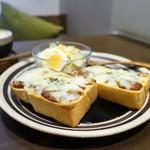 うさぎとぼく - チリコンカンとチーズのトースト