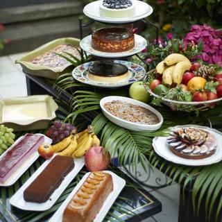 デザートは11種類のワゴンからお好きな種類をお選びください