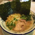 山手家 - 料理写真:ラーメン  600円