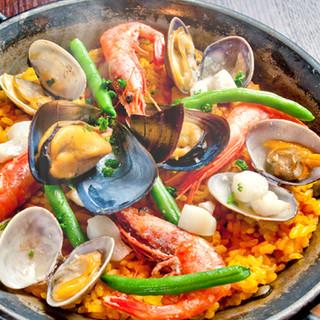 海のスープで炊いた魚介のパエジャ