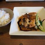 セルクル - 鶏もも肉のロティ シャピニオンポルチーニソース