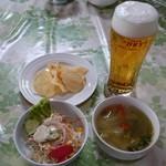 チョムパイ - 2016/04/17 12:00訪問:生ビール、サラダ、スープ