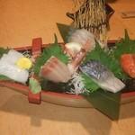 52099683 - 朝獲れ鮮魚の盛り合わせ 780円