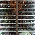 Home-Made かくれ家 - 930種余のワインがあるセラーの一部