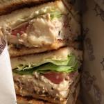 Base - チキンのサンドイッチ