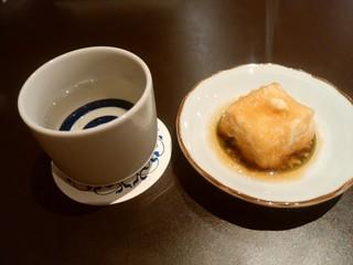 居酒屋うちだ - 【2016.6.10(金)】揚げ出し豆腐+燗酒0.5号(独楽蔵)