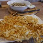 蕎麦DAYS - 追加のごぼう天、お蕎麦は小皿に入っているわけじゃありません