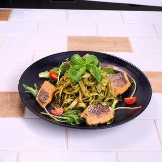真鯛のスモークのジェノベーゼ玄米パスタ