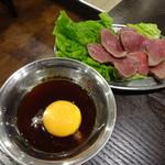 大衆焼肉酒場 ロマン - 炙りユッケ680円(税別)
