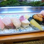 52103702 - 寿司7種