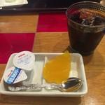 やいま食堂 びん玉家 - ランチセットの飲み物とデザート