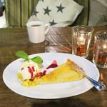 コマザワ パーク カフェ - 洋梨のタルト&マグで紅茶