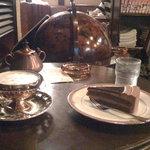珈琲亭 ルアン - チョコレートケーキとウインナー・コーヒー