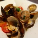 ブチキャスケット - 本日、活貝の白ワイン蒸し¥780-