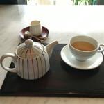 強羅天翠 - 朝は湯が張られていない足湯バーにて食後のお茶