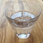 52124802 - レモン水。