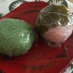 餅文 - 料理写真:桜餅と草餅 いずれも90円