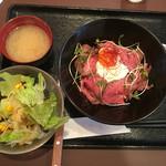 52126136 - ローストビーフ丼