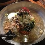 もつ番長 - 〆のサッパリ冷麺 780円