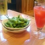 52131915 - ラズベリー酒のオレンジ割、枝豆