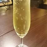 エン-トラヴァイエ - スパークリングワイン