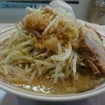 52133367 - ラーメン 730円税込  野菜、にんにく トッピング